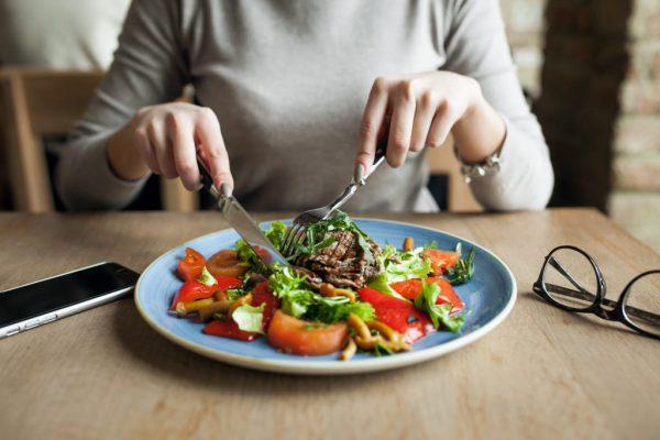 celebruj posiłki, obecność wjedzeniu, jedzenie uważne, dzień zdrowej wagi kobiet